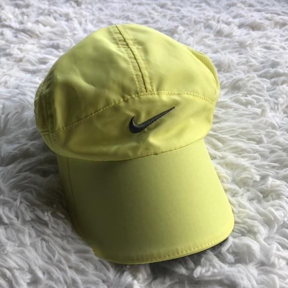 65d4bad018e0e Nike featherlight dri fit hat OS. M 5b565b76477368dc081769e6